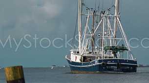 CommercialShrimpboat_HeadingOut