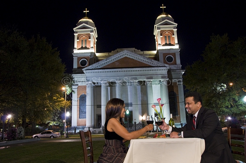 Outdoor dining at Cathedral Square